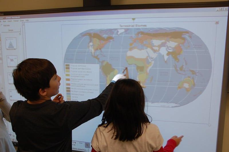 el aula digital aporta tecnologia a la educacion