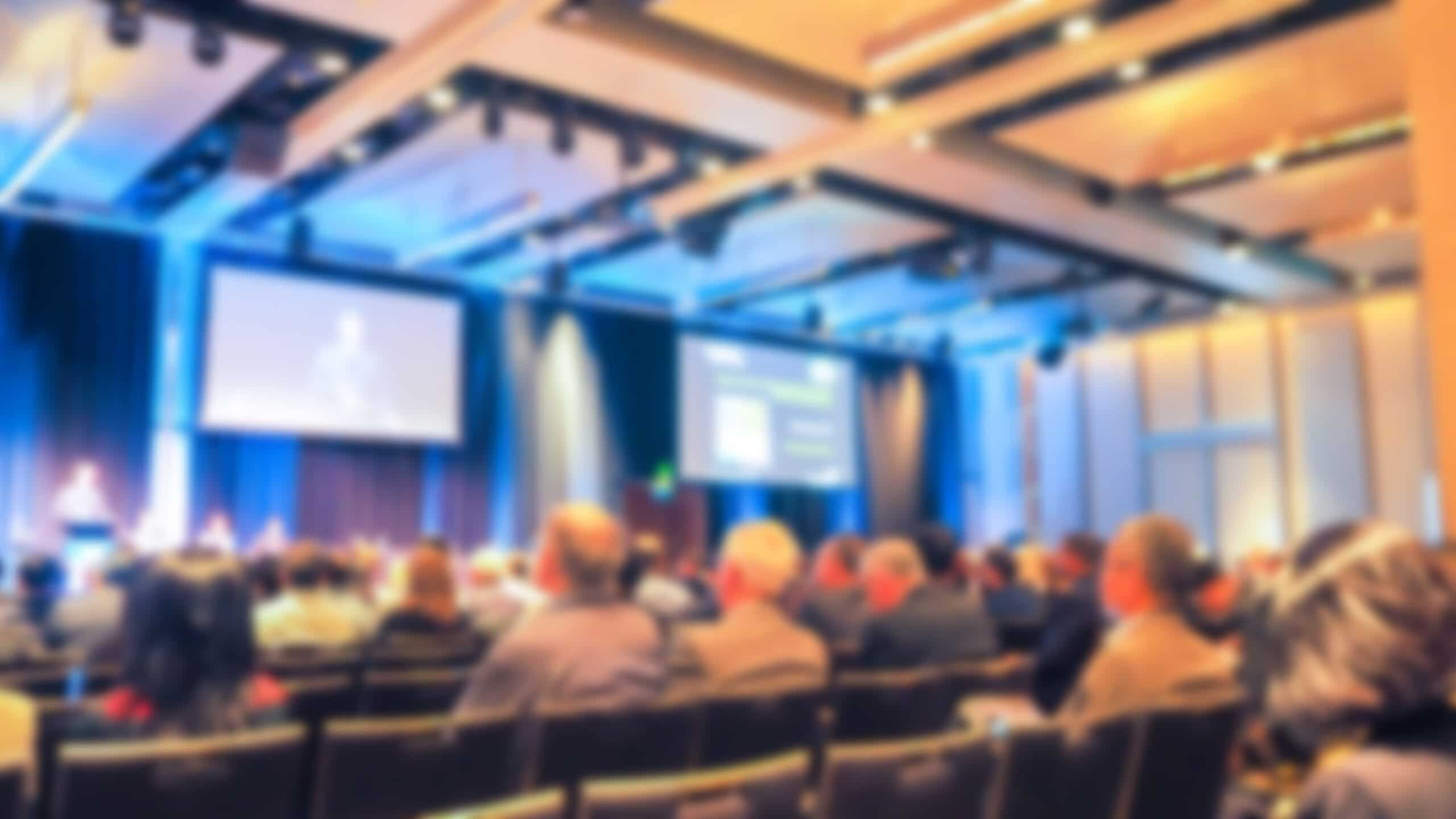 Sala de congresos con alta dendidad en antenas WiFi